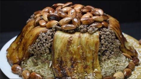 طبق مقلوبة الباذنجان مع المكسرات و اللحمة المفرومة كورس سيت